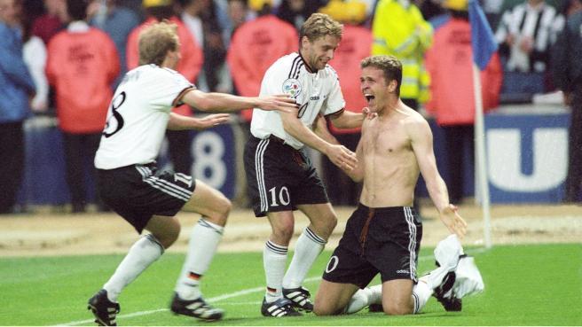 Bierhoff celebra el gol con Hässler y Klinsmann (Sociedad del desfase)