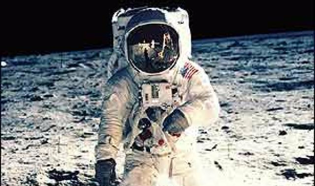 Hombre en la luna (Sociedad del Desfase)